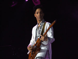 Prince Rocks Intimate NYC Show For 500 Lucky Fans